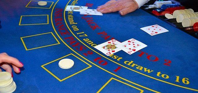 Comment devenir un as du blackjack en ligne?